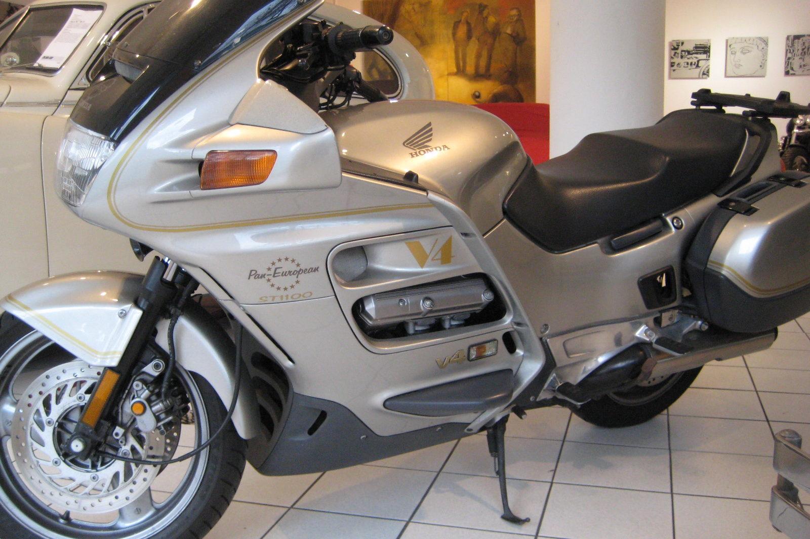 Honda ST 1100 silber