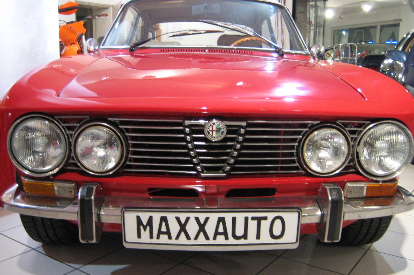 Alfa Romeo GT Veloce in rot