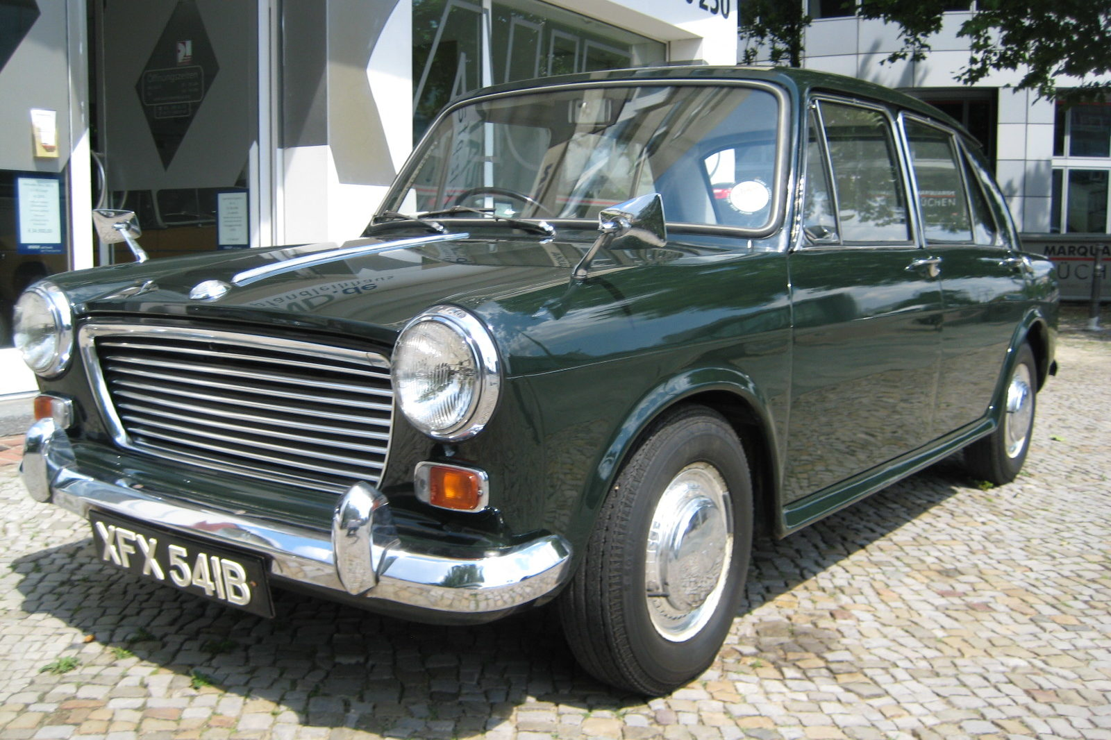 Austin Morris 1100 in dunkelgrün