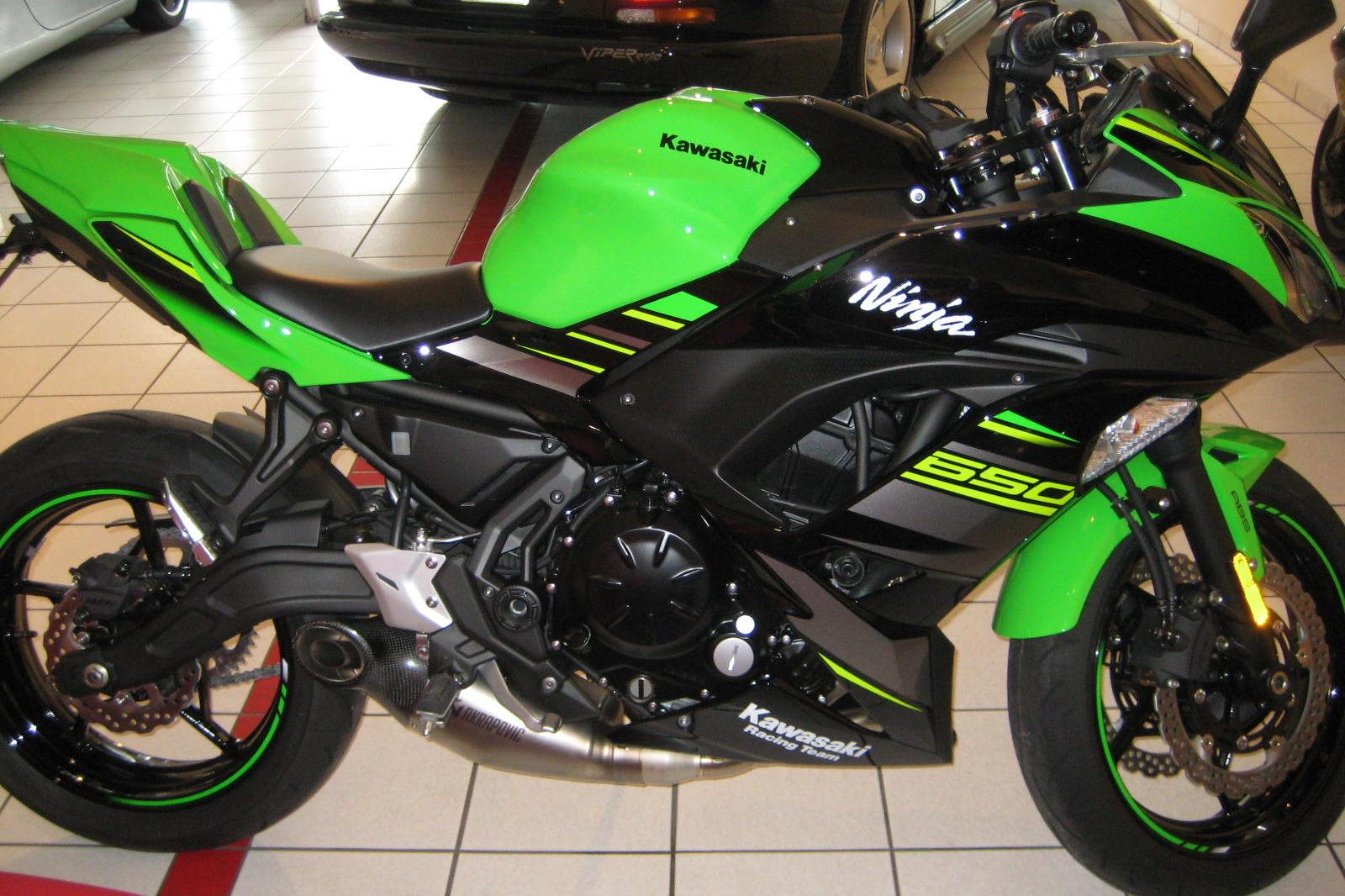 Kawasaki Ninja 650 KRT Performance grün und schwarz