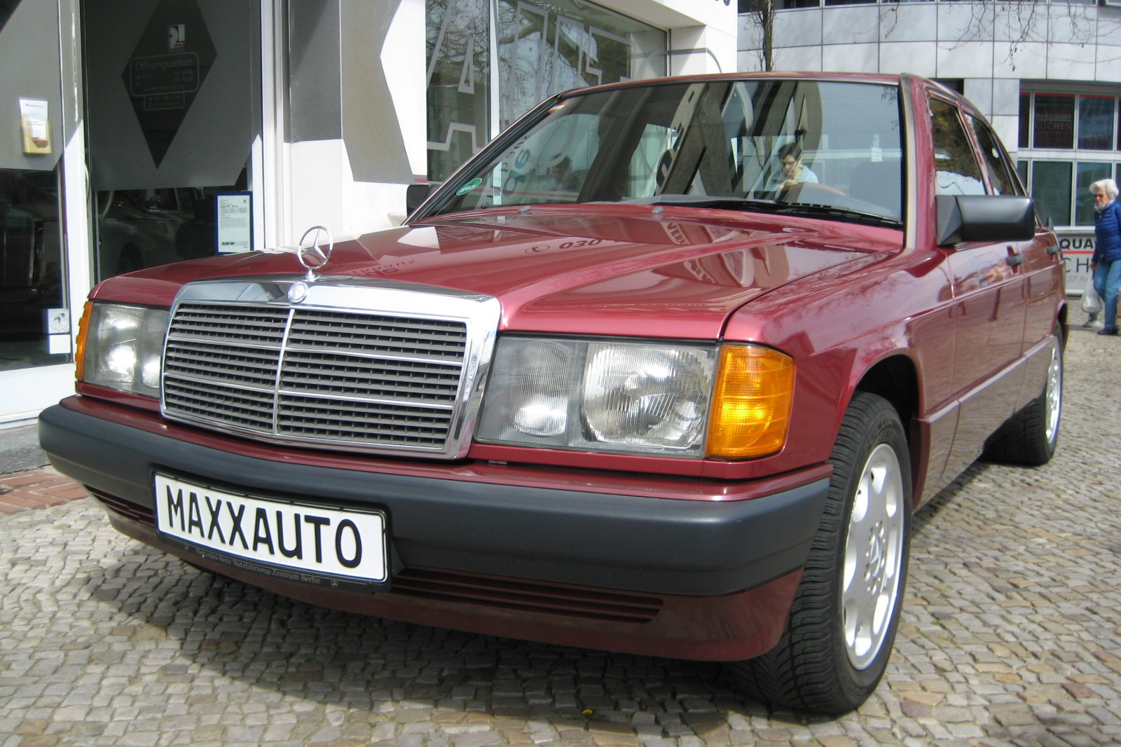 Mercedes 190 weinrot