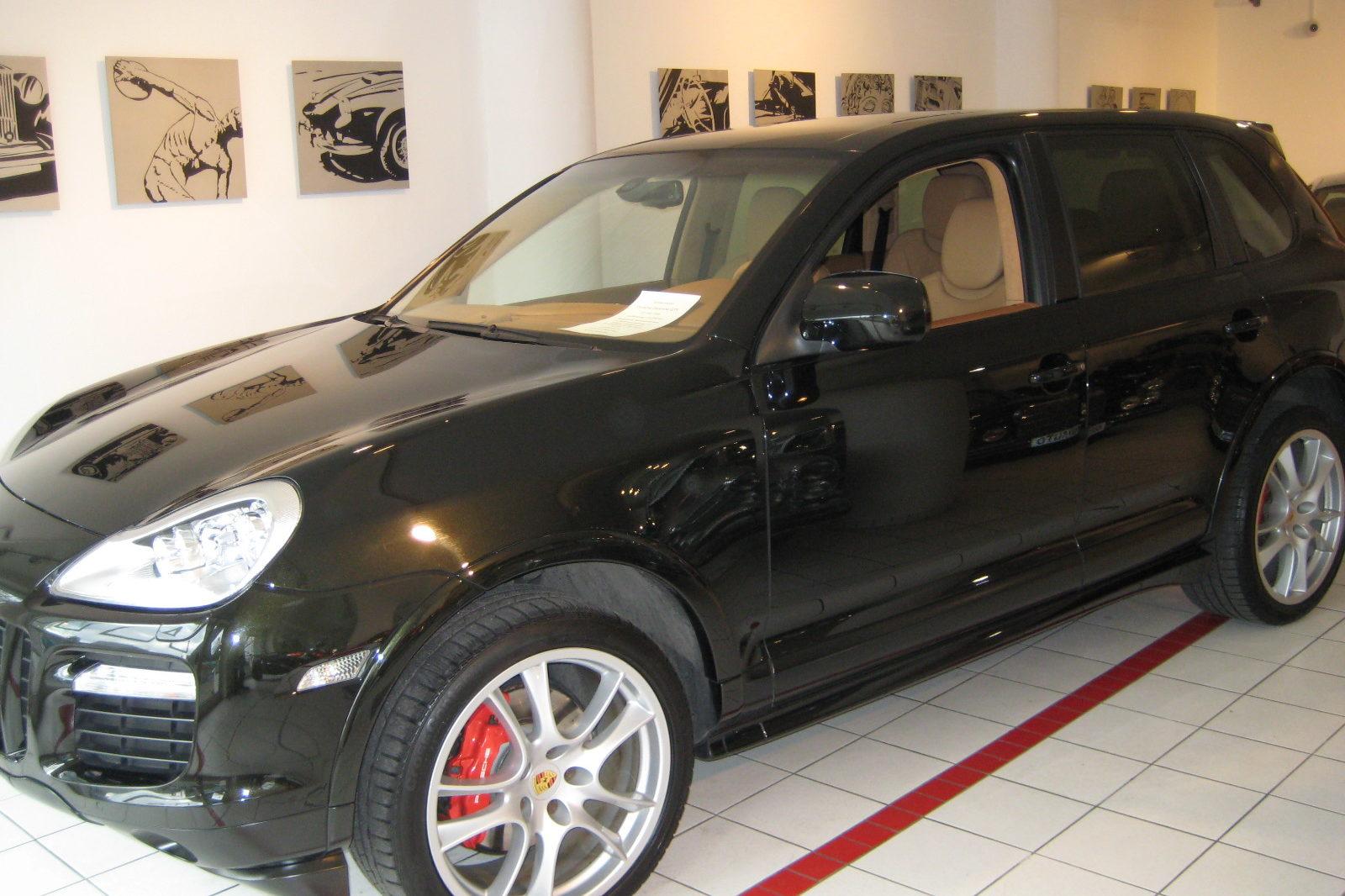Porsche Cayenne GTS in schwarz
